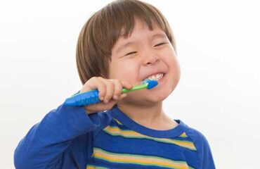 Which electric toothbrush do you recommend for my child? There are two very popular brands in the US: Sonicare Braun (by Oral-B) Both brands are well known and easy to purchase and they each have at least one kids version. We recommend the Braun Electric toothbrush for children given its lower cost and smaller head. Also, the Sonicare's oscillation can be a bit tricky for the upper lip/nose of a young child.